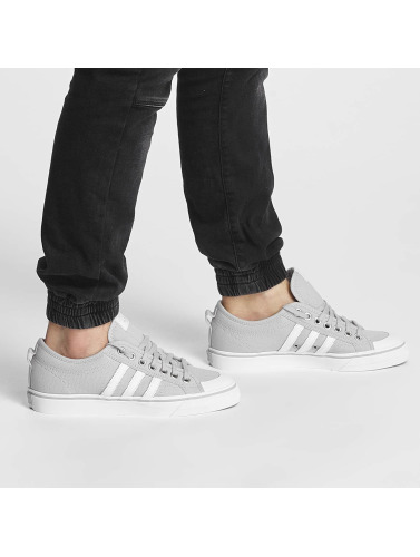 adidas originals Herren Sneaker Nizza Low in grau