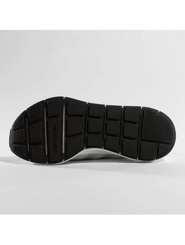 adidas originals Damen Sneaker Swift Run in grau