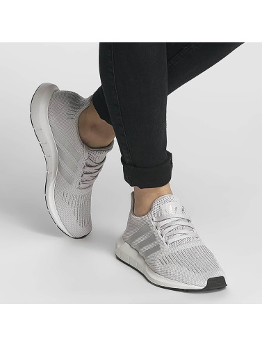 adidas originals Damen Sneaker Swift Run in grau