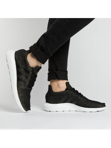 adidas originals Damen Sneaker Swift Run in schwarz