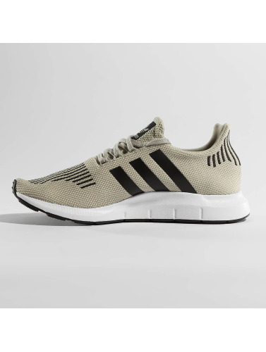 adidas originals Hombres Zapatillas de deporte Swift Run in beis