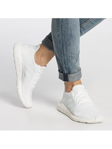 adidas originals Mujeres Zapatillas de deporte Swift Run W in blanco