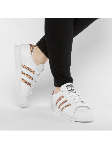 adidas originals Mujeres Zapatillas de deporte Superstar in blanco