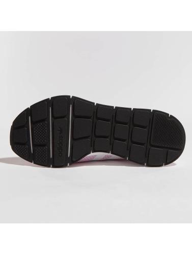 adidas originals Mujeres Zapatillas de deporte Swift Run in fucsia