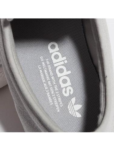 adidas originals Hombres Zapatillas de deporte Nizza Low in gris