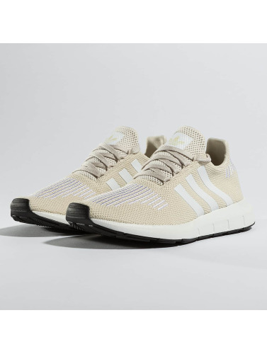 adidas originals Mujeres Zapatillas de deporte Swift Run in marrón