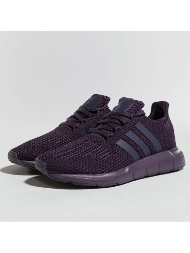 adidas originals Mujeres Zapatillas de deporte Swift Run in púrpura
