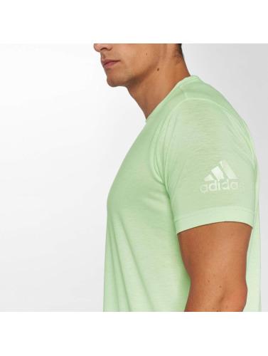 adidas Performance Hombres Camiseta Freelift in verde