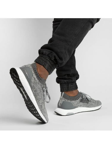 adidas Performance Hombres Zapatillas de deporte Boost Uncaged in gris