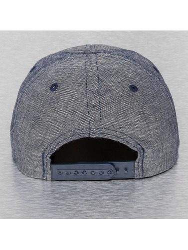 Cap Crony Snapback Cap Washed Denim in blau
