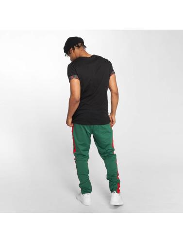 Criminal Damage Hombres Camiseta Avi Pocket in negro