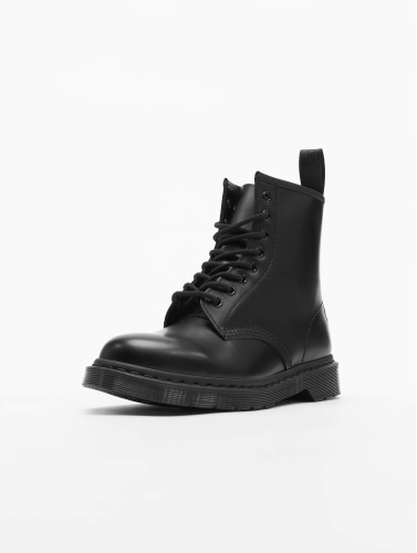 Dr. Martens Boots 1460 8-Eye Mono Smooth Leather in negro