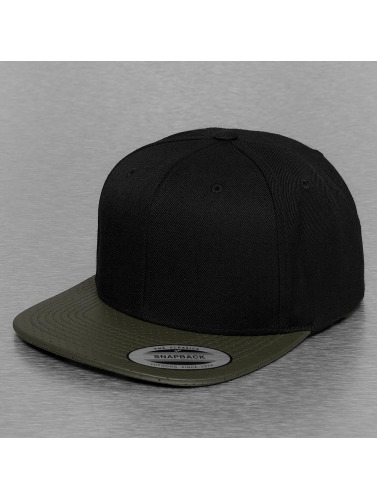 Flexfit Snapback Cap Perforated Visor in olive