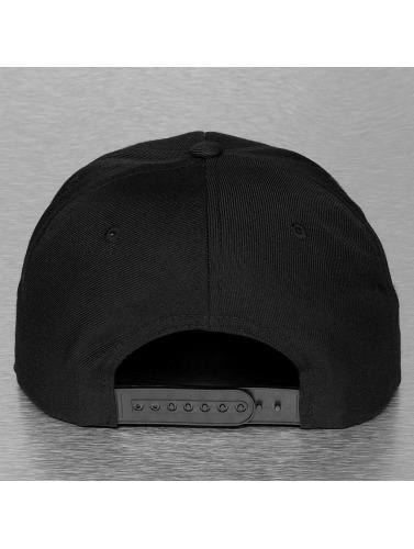 Flexfit Snapback Cap Leather in schwarz