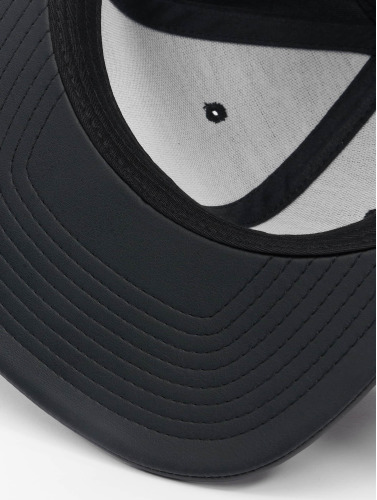 Flexfit Snapback Cap Full Leather Imitation in schwarz