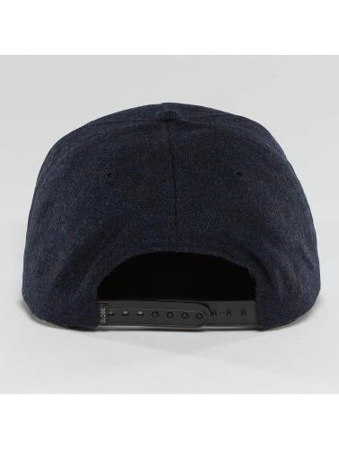 Globe Snapback Cap Woodford in indigo
