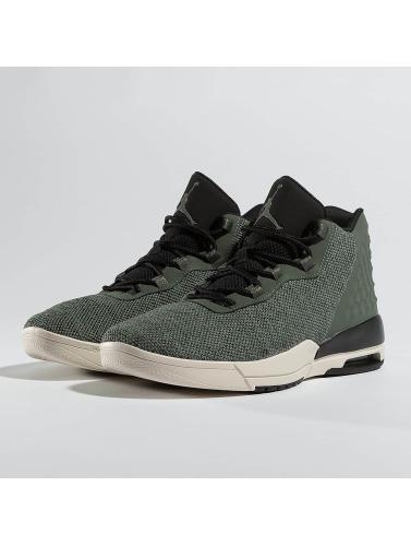 Jordan Herren Sneaker Academy in grau