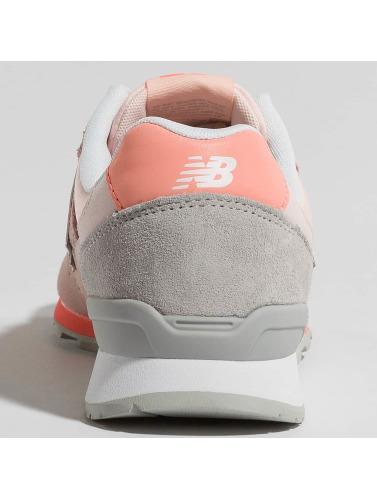 New Balance Damen Sneaker WR996 D STG in rosa