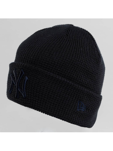 New Era Beanie <small>                 New Era             </small>             <br />              Essential Waffle Knit NY Yankees Beanie in schwarz