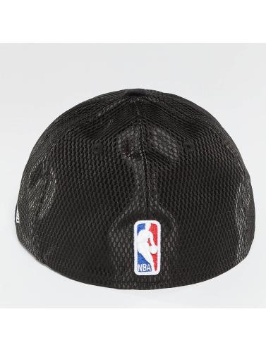 New Era Fitted Cap NBA 17 On Court Chicago Bulls in schwarz