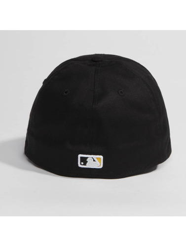New Era Flexfitted Cap Washed Team Colour Pittsburgh Pirates in schwarz