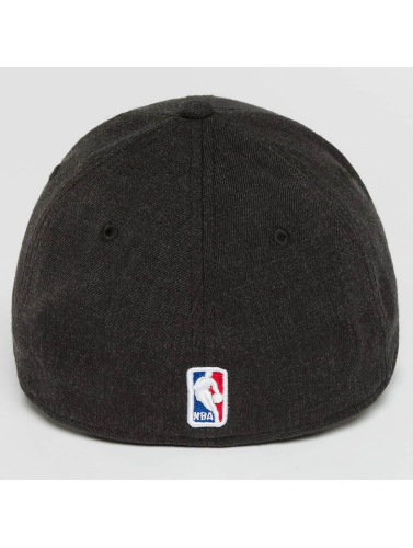 New Era Flexfitted Cap Team Heather Chicago Bulls in schwarz