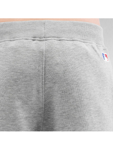 New Era Herren Shorts Team Apparel NY Yankees in grau