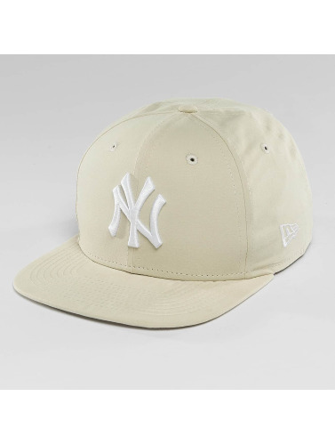 New Era Snapback Cap Lightweight Essential NY Yankees 9Fifty in beige