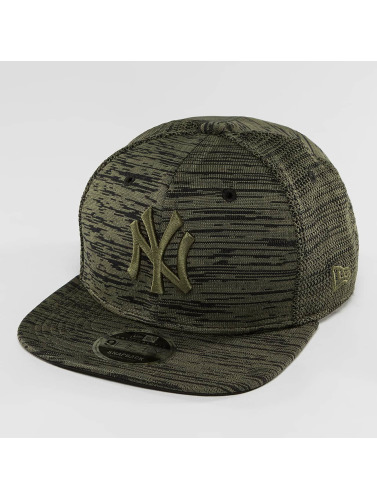 New Era Snapback Cap Engineered Fit NY Yankees 9Fifty in olive