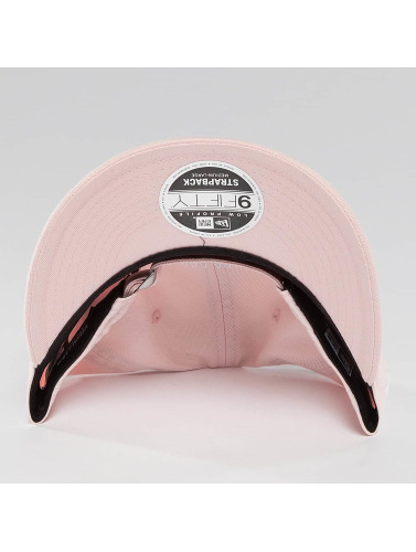 New Era Snapback Cap Sunbleach Unstructured 9Fifty in rosa