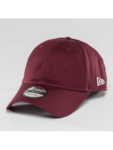 New Era Snapback Cap <small>                 New Era             </small>             <br />              Seasonal Unstructured Strapback Cap Maroon in rot