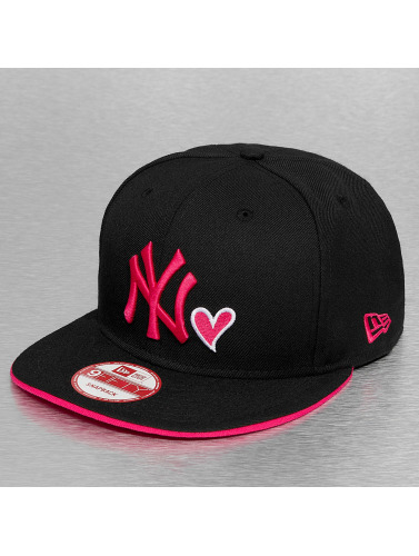 New Era Snapback Cap With Hearts in schwarz