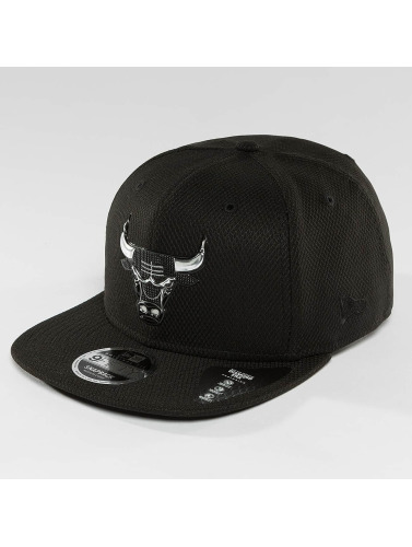 New Era Snapback Cap Blacked Out in schwarz