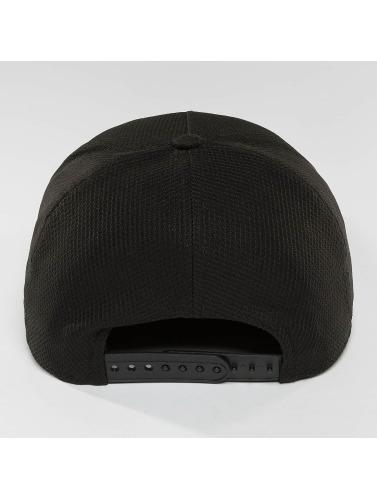 New Era Snapback Cap Blacked Out in schwarz