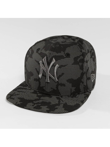 New Era Snapback Cap Night Time Reflective NY Yankees 9Fifty in schwarz