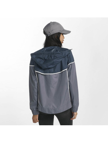 Nike Mujeres Chaqueta de entretiempo NSW Windrunner in gris