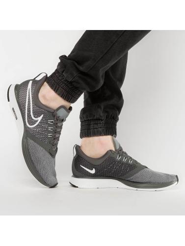 Nike Performance Mujeres Zapatillas de deporte Strike in negro