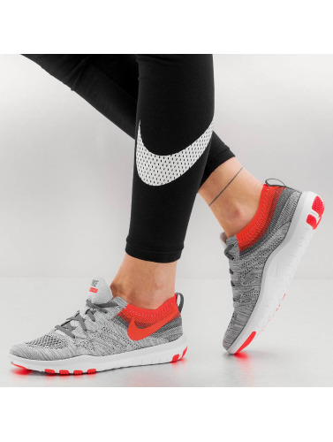Nike Damen Sneaker Free Focus Flyknit Training in grau