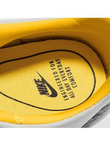 Nike Herren Sneaker Air Max Motion Racer in grau