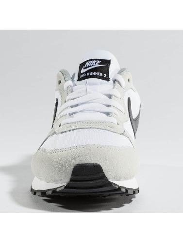 Nike Damen Sneaker MD Runner 2 in weiß