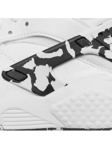 Nike Mujeres Zapatillas de deporte Womens Air Huarache Run SE in blanco