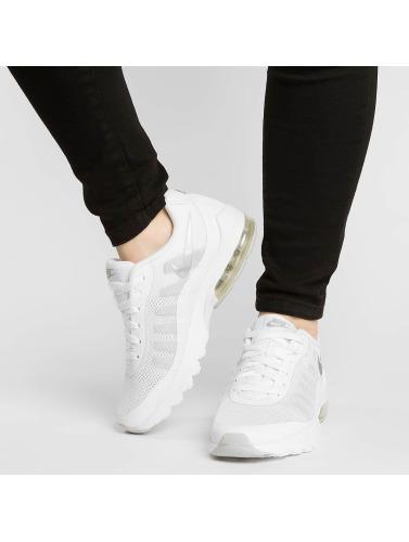 Nike Mujeres Zapatillas de deporte Air Max Invigor in blanco