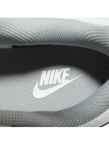 Nike Mujeres Zapatillas de deporte MD Runner 2 in blanco