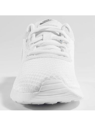 Nike Mujeres Zapatillas de deporte Tanjun in blanco