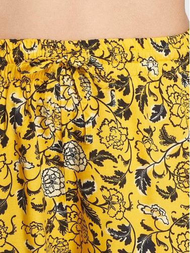 Noisy May Mujeres Pantalón cortos nmMagicviscose in amarillo