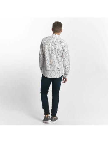 Ladd I Faste, Hvite Skjorte