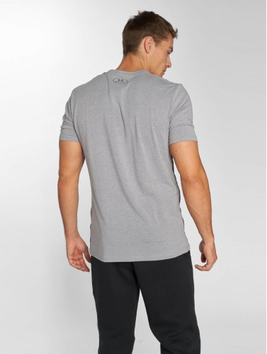 Under Armour Hombres Camiseta Raise the Bar in gris