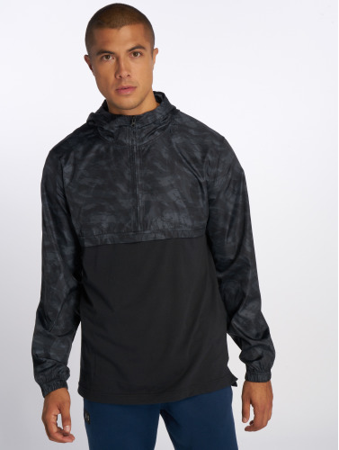 Under Armour Hombres Chaqueta de entretiempo Wind in negro