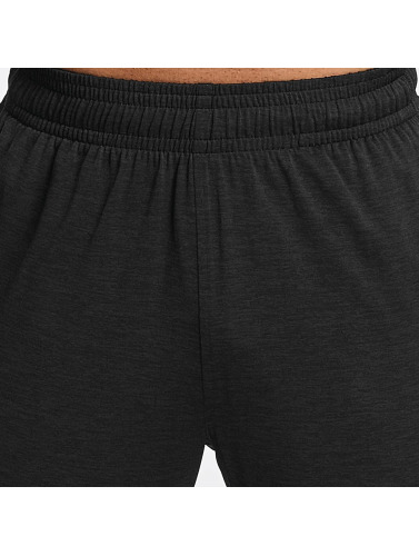 Under Armour Herren Jogginghose Tech in schwarz