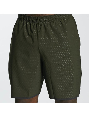 Under Armour Herren Shorts Qualifier Novelty in grün